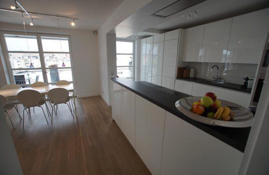 Großzügig & luxuriös ausgestattete Designerwohnung in bester Lage von D-Friedrichstadt