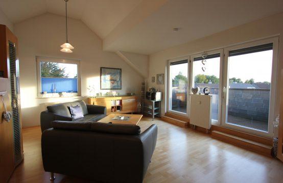 Modern geschnittene 3 – Raum Dachgeschosswohnung mit großer Terrasse in beliebter Lage