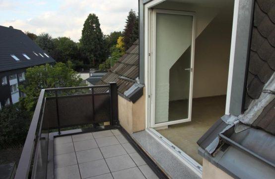 Gemütlich und modern ausgestattete 3 – Raum Dachgeschosswohnung mit großem Balkon in ruhiger Lage von Winkhausen