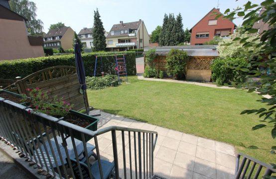 VERMIETET ! Großzügige 4-Zimmer Erdgeschosswohnung mit Terrasse, Garten und Garage in ruhiger Top – Lage